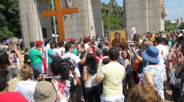 Passagem da Cruz Peregrina e do Ícone de Nossa Senhora em Porto Alegre