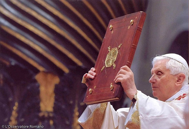 Papa completa 60 anos de sacerdócio e Igreja fará 60 horas de adoração eucarística