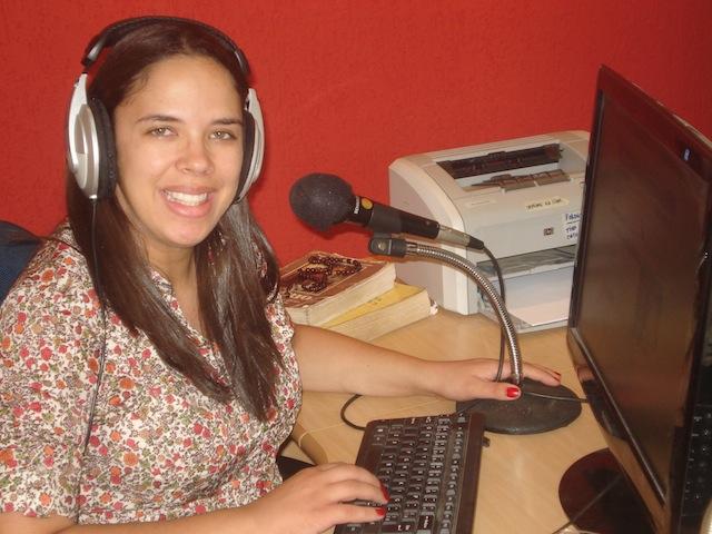 Nas 'ondas' da webrádio: música e evangelização dos jovens