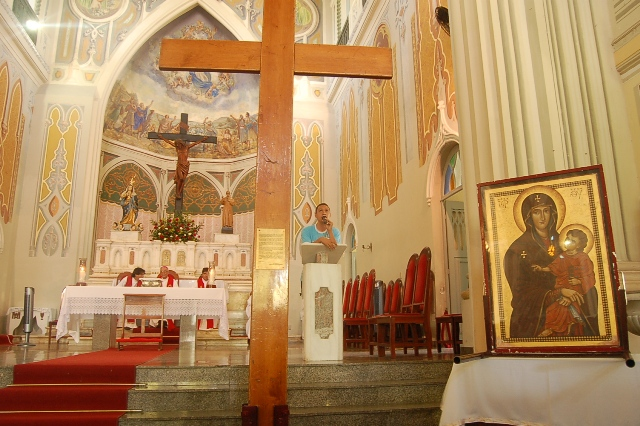 Passagem da Cruz por Aracaju congrega jovens de várias expressões eclesiais