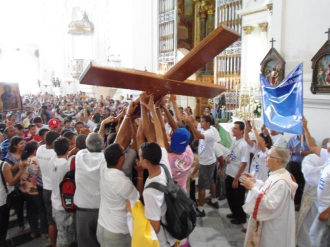 Centenas de fiéis receberam na Catedral de Maceió os ícones da JMJ