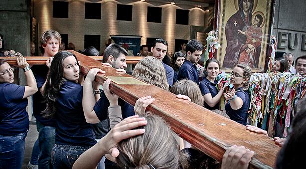 Cruz Peregrina e Ícone de Maria passaram a noite na PUCRS