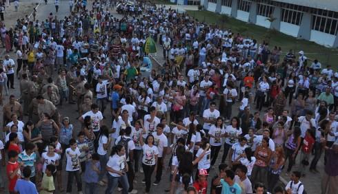 Multidão recebe a Cruz e o Ícone em Penedo, Alagoas