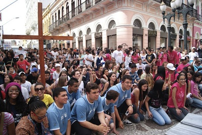 Jovens celebram Dia Nacional da Juventude 2012 em Curitiba
