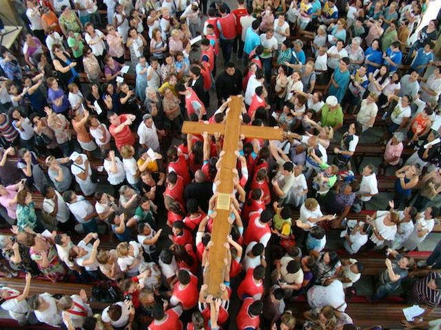 Cruz da JMJ e Ícone de Maria marcam a Quaresma da Igreja em Fortaleza
