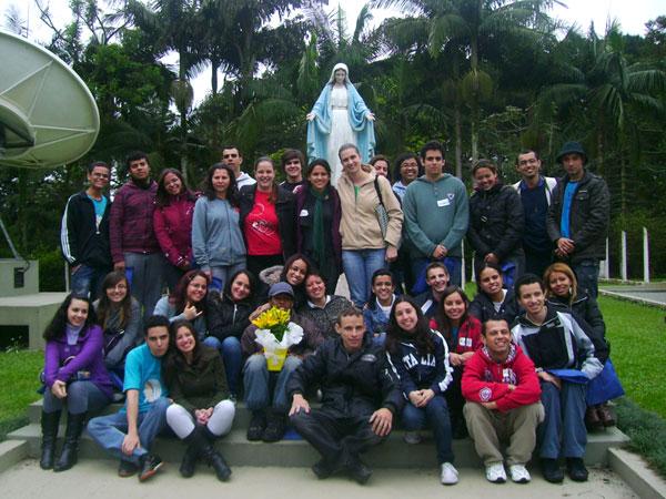 Jovens aguardam com ansiedade consagração à Imaculada