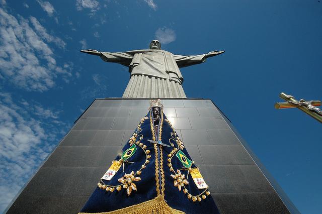 12 de outubro: Brasileiros vão às ruas homenagear Nossa Senhora