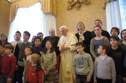Papa aconselha adolescentes a levarem mensagem de Deus aos colegas