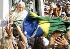 Memória Histórica: Bento XVI se encontra com os jovens no Pacaembu