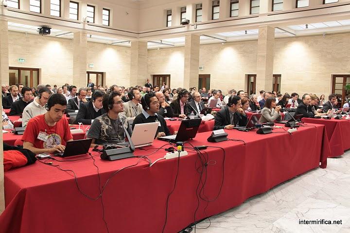 Vaticano discute os desafios da comunicação na internet