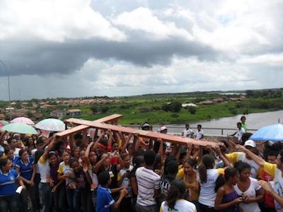 Jovens de Pinheiro (MA) se alegram com peregrinação dos símbolos da JMJ