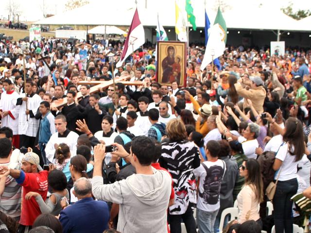 Bote Fé Cuiabá: Cruz e Ícone chegam ao Memorial João Paulo II