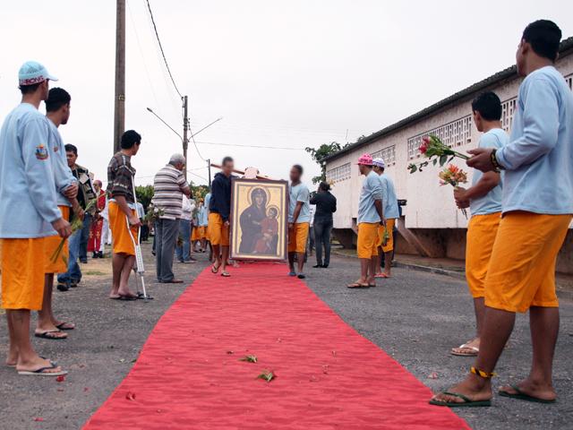 Bote Fé: Cruz e Ícone visitam Centro Socioeducativo de Cuiabá
