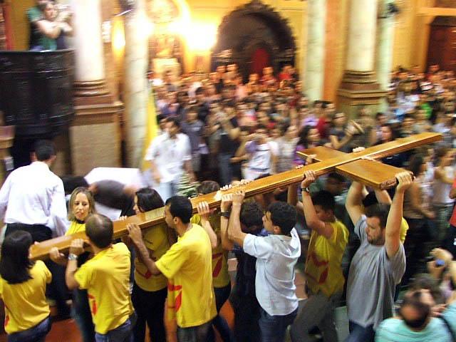Diocese de Amparo celebra a chegada da Cruz e Ícone de Nossa Senhora