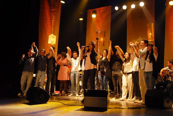 Louvor Acústico reúne jovens vozes da música católica
