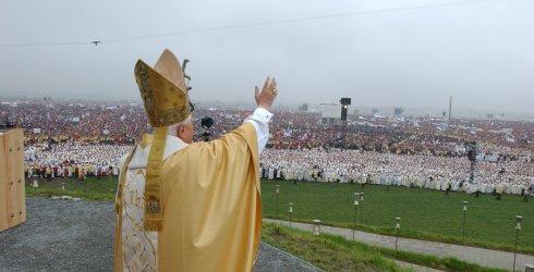 """Mensagem de Bento XVI para a JMJ Rio2013: """"Deixem-se atrair pelo Cristo Redentor"""""""
