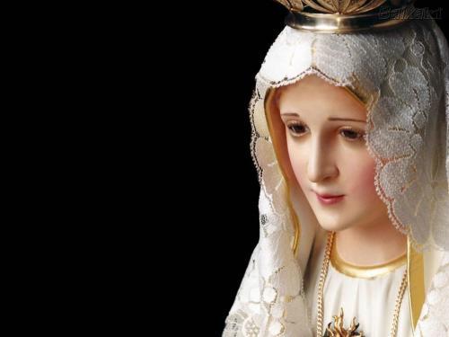 Mãe de Deus e nossa, Maria é cada vez mais presenteada pelos jovens com a oração do terço