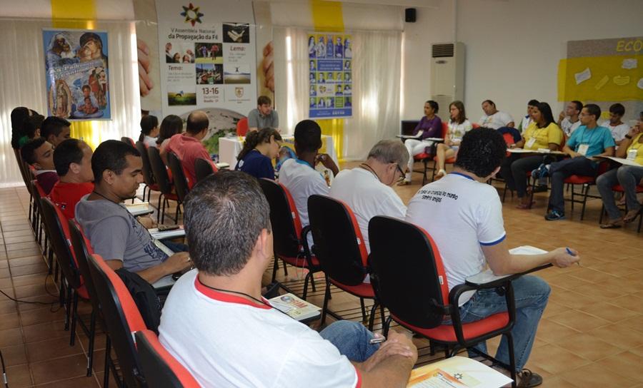 Juventude Missionária discute seminário  Juventude e Missão e projetos para 2013