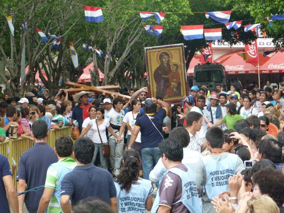 Presença dos símbolos da JMJ anima jovens paraguaios em peregrinação nacional