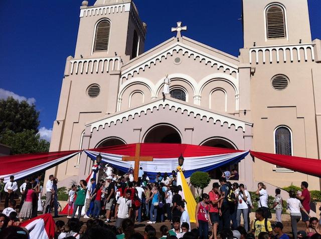 Cruz e Ícone da Jornada visitam região sul do Paraguai