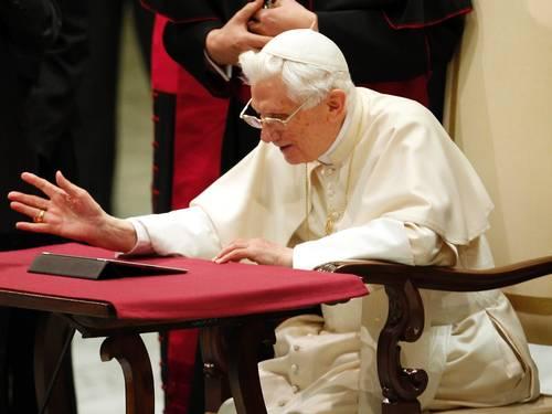 Em primeiro dia de tweet, Papa dá dicas de como orar melhor e viver o Ano da Fé