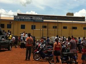 Multidão participa de missa com símbolos da JMJ em Pedro Juan Caballero (Paraguai)