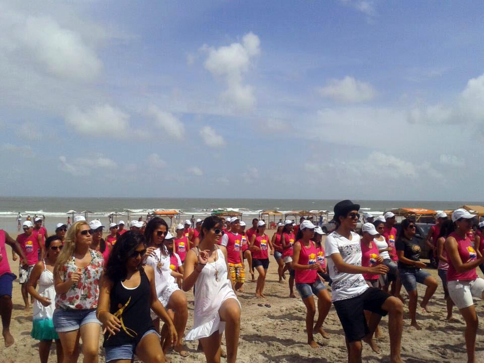Jesus no Litoral reúne centenas de pessoas durante virada do ano na praia do Araçagy, no Maranhão