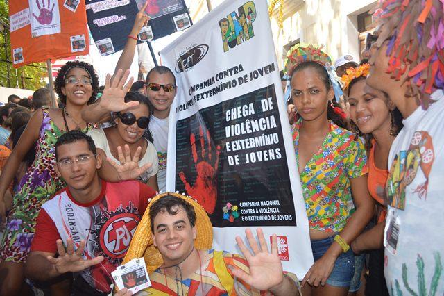 PJMP desfila no Carnaval de Olinda chamando a atenção para a violência contra os jovens