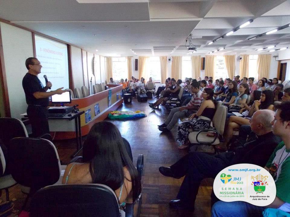 Jovens de Juiz de Fora participam do 2º encontro de formação para Semana Missionária sobre a CF2013
