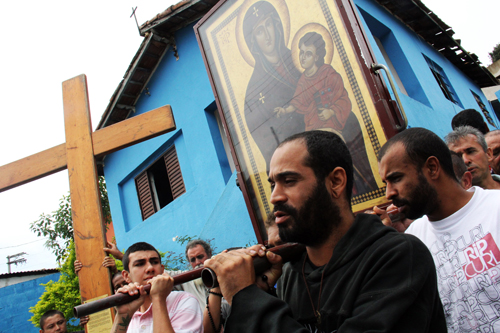 Símbolos da JMJ peregrinam na Diocese de São José dos Campos