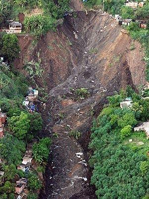 Símbolos da JMJ passarão por Morro do Bumba, em Niterói, onde deslizamento provocou mortes