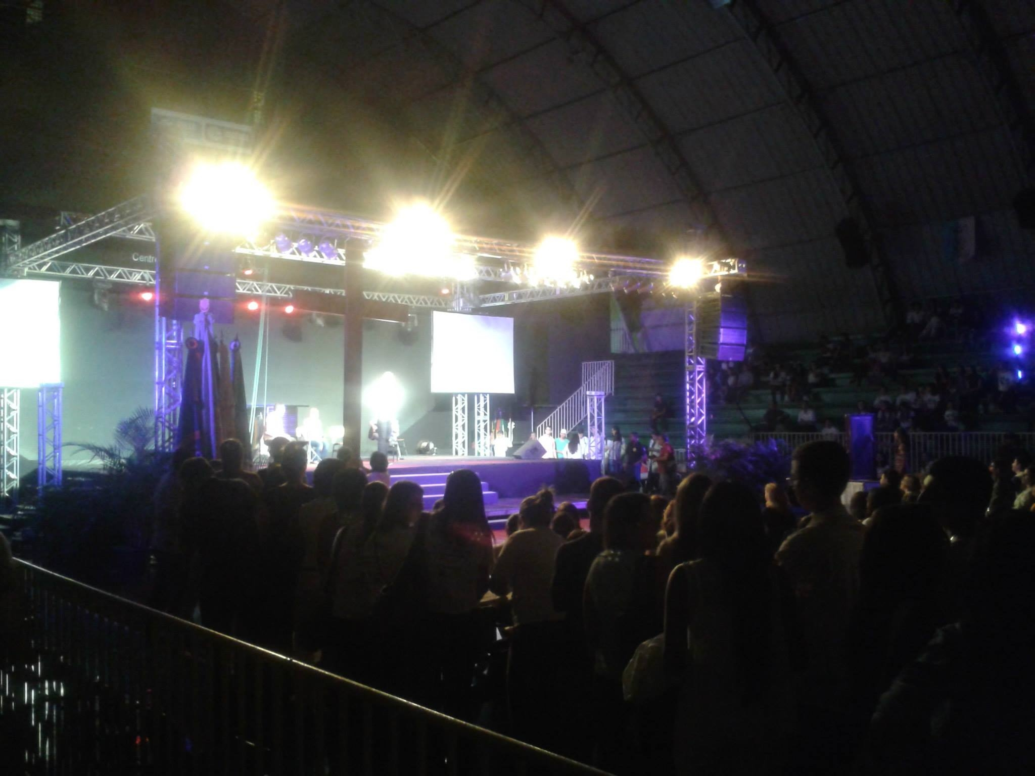 Noite Universitária reúne jovens para encontro com os símbolos da JMJ em Campos