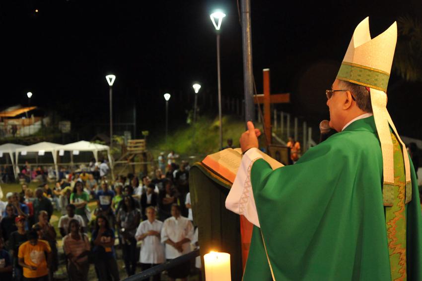 Símbolos da JMJ levam esperança ao Morro do Bumba em Niterói