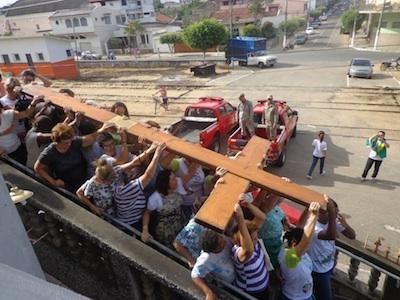 São Fidélis (RJ) recebe símbolos da JMJ