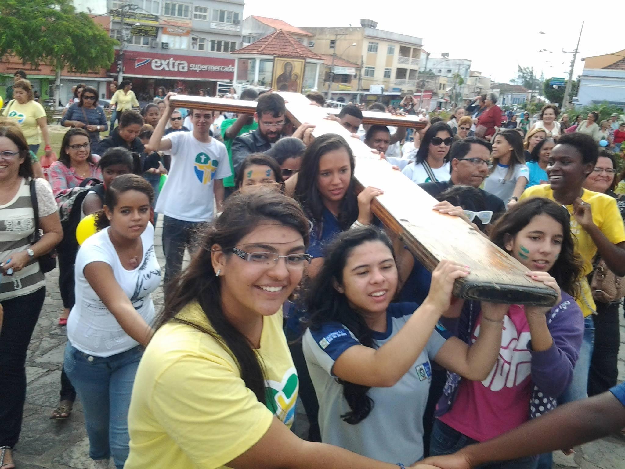 Símbolos da JMJ em Niterói se despedem do Vicariato Lagos e seguem para São Gonçalo