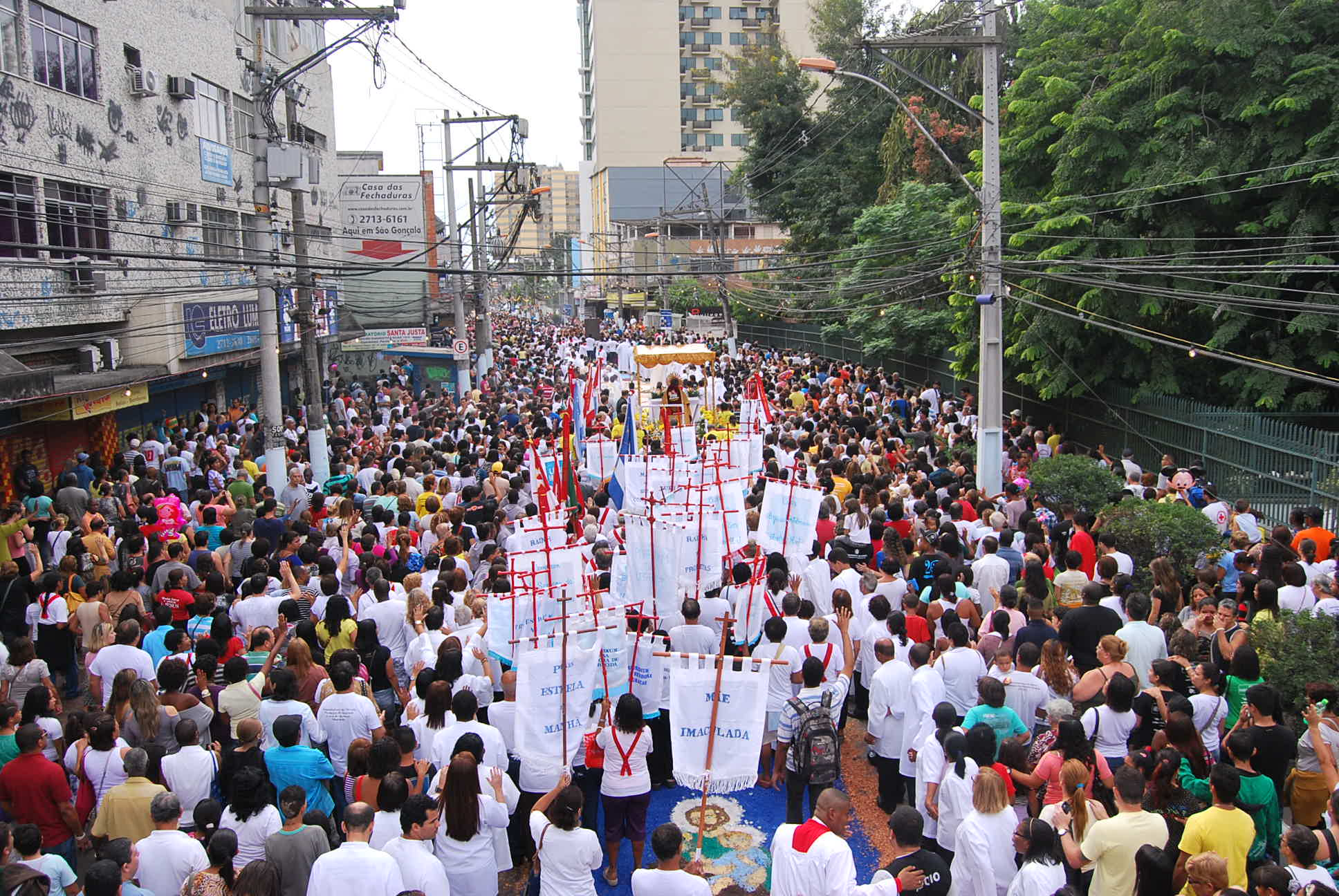 Símbolos da JMJ marcam presença na festa de Corpus Christi em São Gonçalo