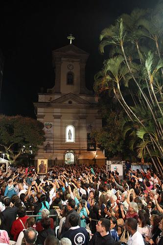 Mais de cinco mil pessoas participam de Bote Fé em Nova Friburgo (RJ)
