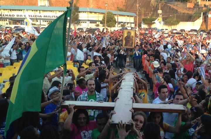 Diocese de Nova Iguaçu recebe os Símbolos da JMJ