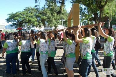 Peregrinação por Niterói (RJ) gera frutos de comunhão e alegria