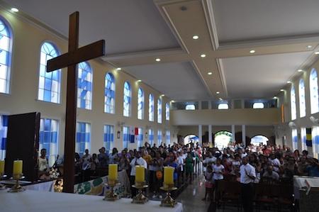 Cruz e Ícone de Maria peregrinam pela Diocese Petrópolis (RJ)