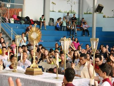 Jovens participam da Semana Missionária em Divinópolis (MG)
