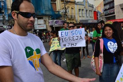 Peregrinos despedem de Campos (RJ) após Missa do Envio
