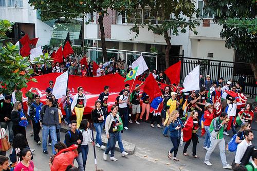 Grito contra a violência das juventudes toma as ruas de Copacabana