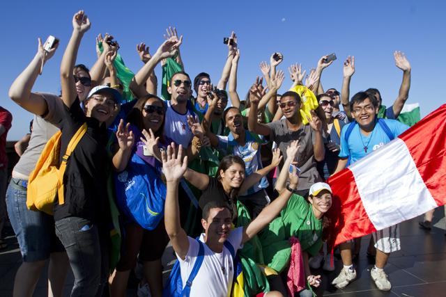 Cardeal Maradiaga dialoga com a juventude da Cáritas no Rio