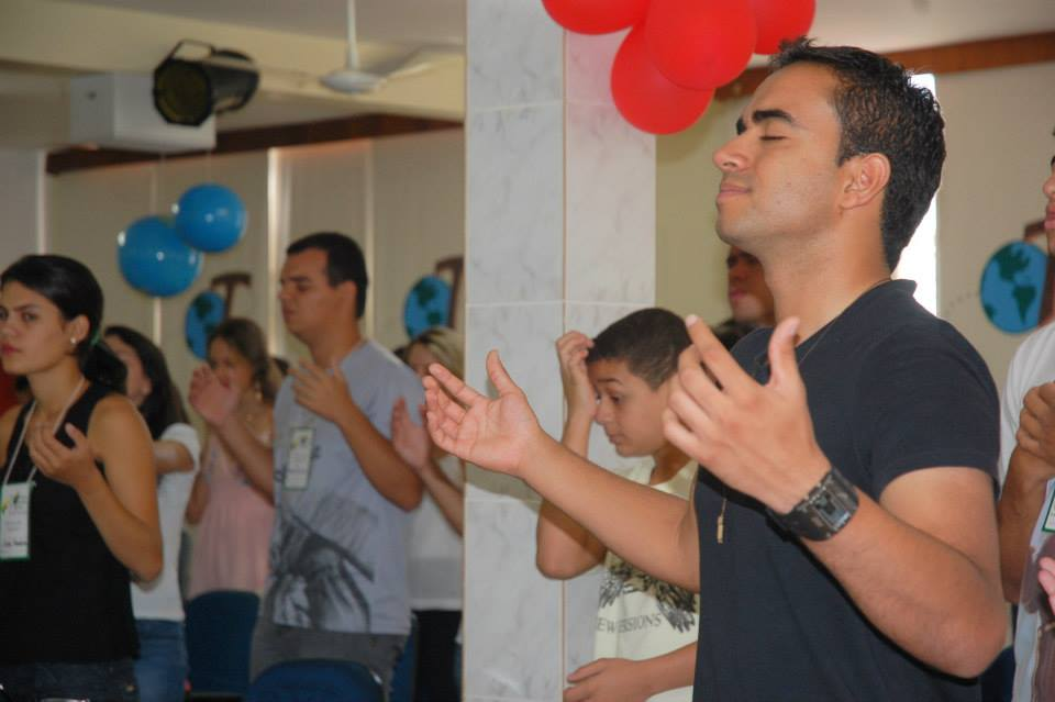 """Jovens recebem o chamado para """"gerar Jesus"""" nas universidades da Diocese de Anápolis"""