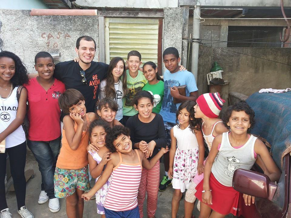 Atendendo ao apelo do papa, jovens saem em missão