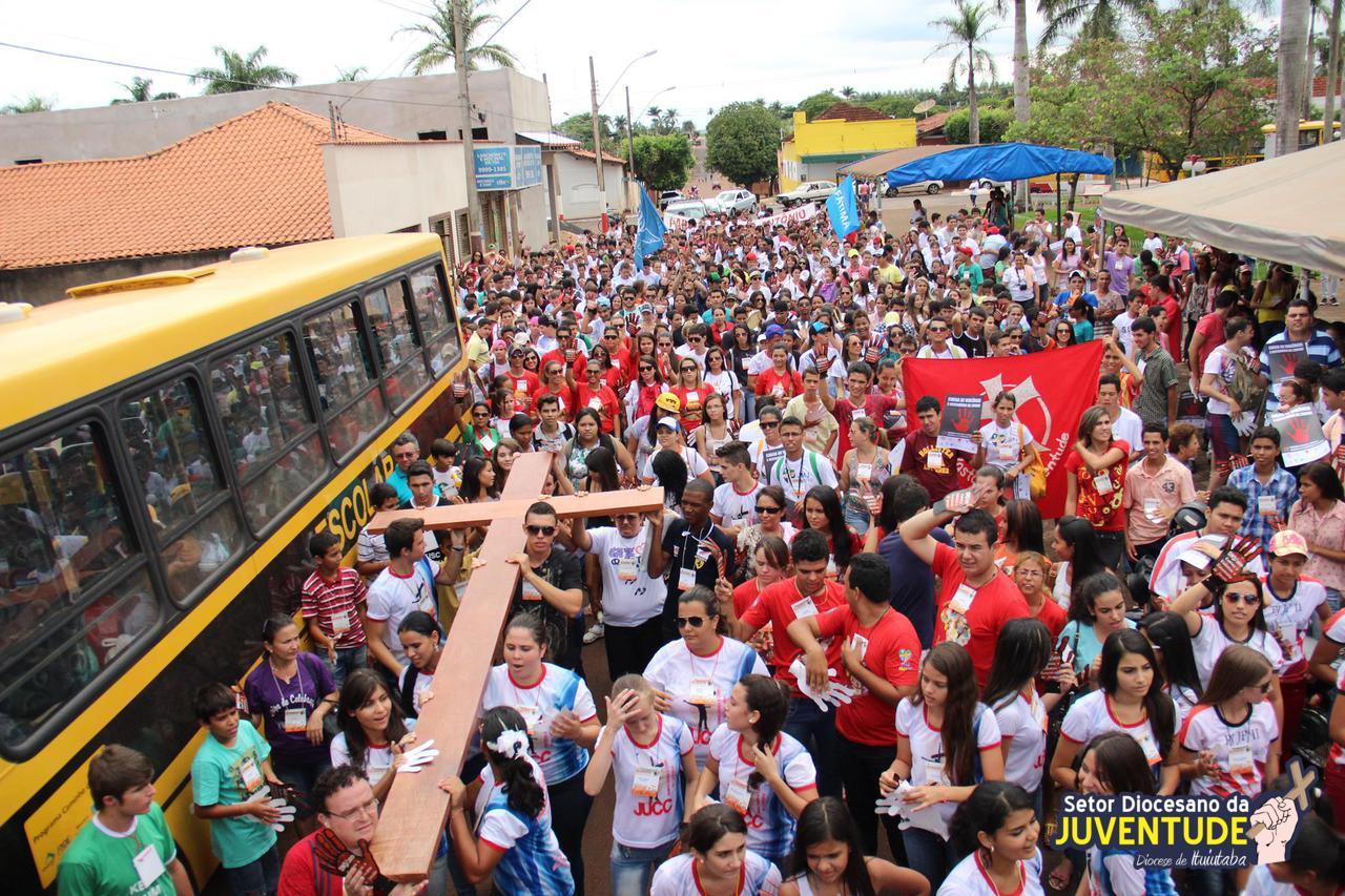Jovens de Ituiutaba (MG) celebram DNJ e testemunham sobre JMJ Rio2013