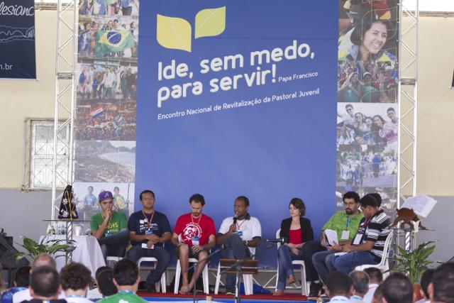 Jovens de diferentes expressões debatem relação Igreja e juventude