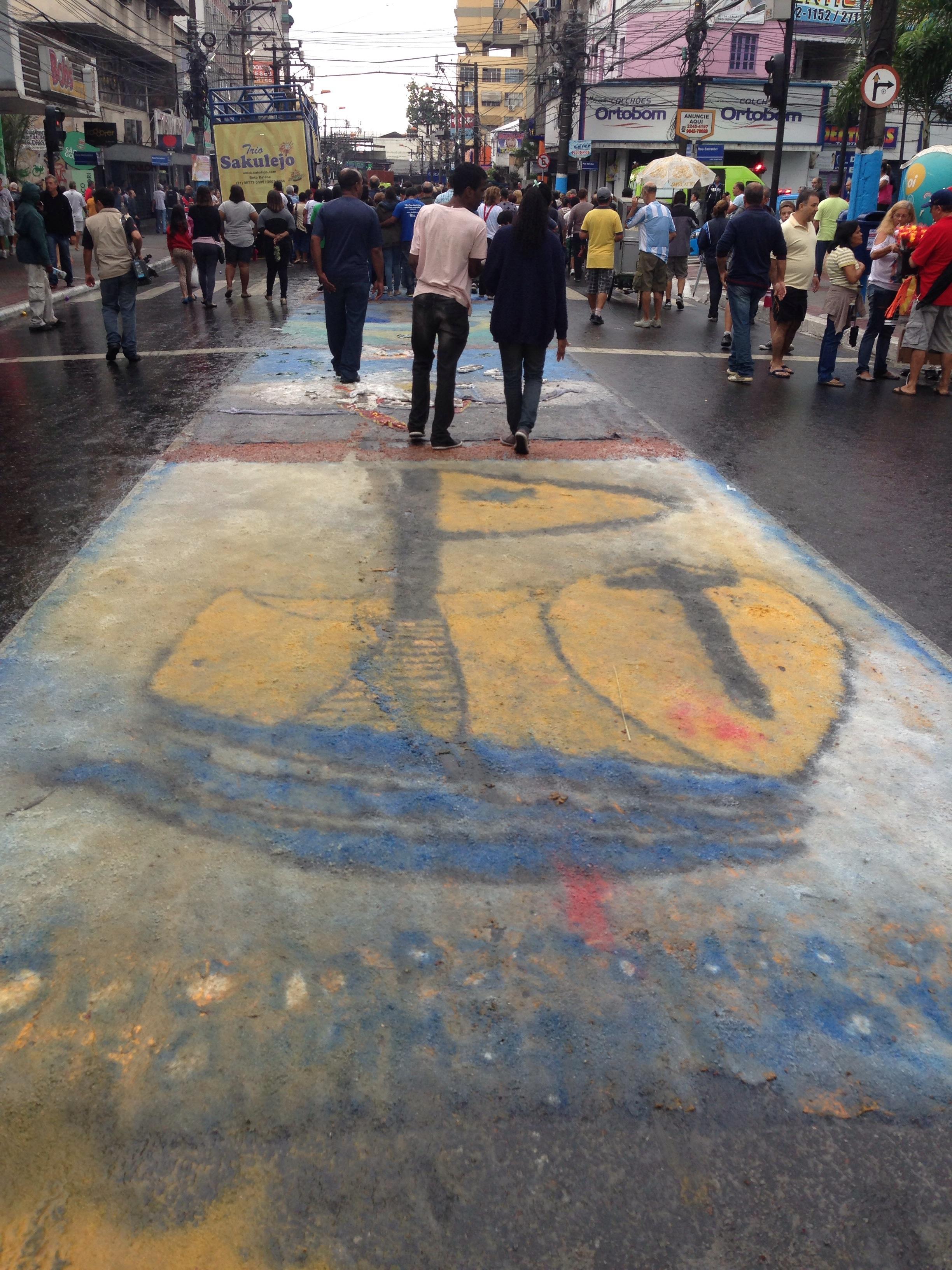 Maior tapete de Corpus Christi da América Latina é confeccionado em São Gonçalo, no Rio de Janeiro
