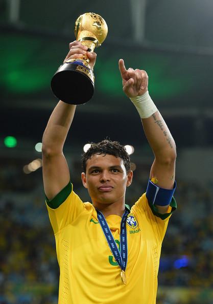 Mãe de Thiago Silva pensou em abortá-lo